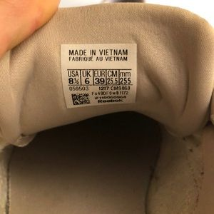 Reebok Shoes - Barely worn Reebok classic sneakers!